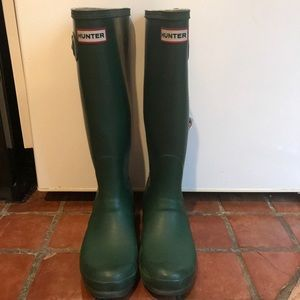 Hunter rain boots in Green - size 7